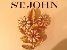 Jewelry.Pin.Daisey.Gold Tone St John Collection.Designer