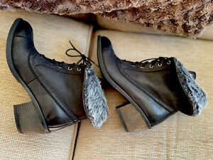Ladies Clarks Black Leather Fur Topped Lace Up  Boots Size Uk 6