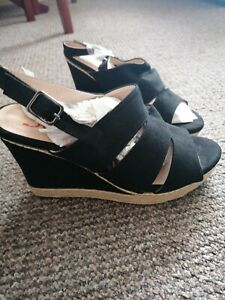 Womens wedge shoes size 6