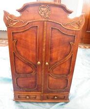 Armoire poupée artisanal bois ancien époque 1900 décor art nouveau ajouré,n°890.