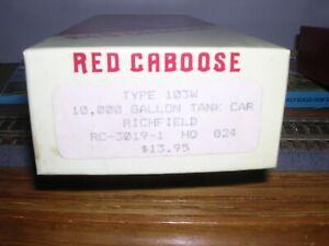 Red Caboose #RC-3019-1  Richfield 10,000 Gallon Tank Car #824 KIT H.O.1/87