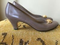 Vintage FERRAGAMO Womens Pumps Heels Tan Size 8 AAAA, Leather Italy Gold button