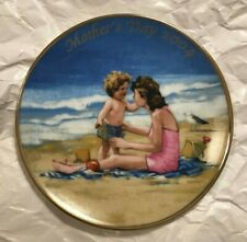 Avon ~ 2004 Mother's Day Plate ~ Porcelain ~ 22k Gold Trim ~ Mint Condition
