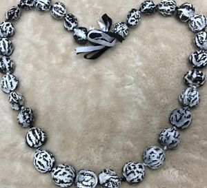 HAWAII KUKUI NUT LEI NECKLACE WEDDING GRADUATION LUAU HULA BLACK / WHITE TIGER