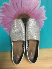 TOM'S SILVER SPARKLING SLIP ON SZ 8.5 GREAT SOLES