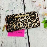 Betsey Johnson BBS0355 Zip Around Leopard Print Wallet BBS0355