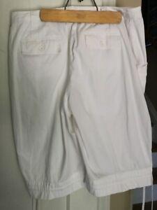 Petite Woman's Studio Works Bermuda Shorts Sz 16p White