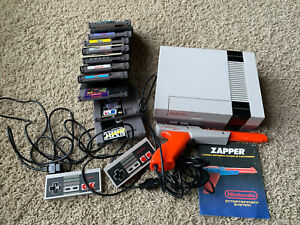 Nintendo NES System Console Bundle 2 Controllers + GAMES Mario Zapper TESTED