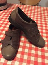 LADIES HOTTER SHOES WITH VELCRO FASTENERS SIZE 5, GREY, USED.