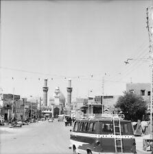 KERBELA c. 1960 - Autos Rue Animée Mosquée Hussein - Négatif 6 x 6 - IRAK 79