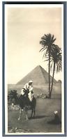 Egypte, Scène près de pyramides  Vintage silver print. Postcard paper  Tirage