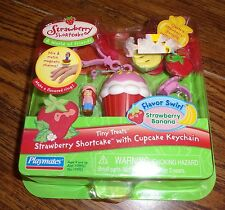 Strawberry Shortcake w/Cupcake Keychain