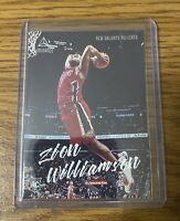 Zion Williamson Luminance Dunk Rookie Card. Chronicles 19-20 No 143. Pelicans