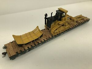 ATLAS 68' Flat car with Caterpillar D9T broken down for transport ho scale