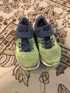 Under Armour Boys Shoes Size 2.5Y