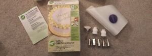 New Wilton Cake Decorating Set