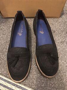 BNIB Ladies Moshulu Suede Loafers Size 6