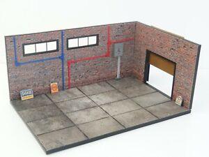 Diorama Model Kit in Scale 1:18 Display for die cast car models Brick Garage NEW
