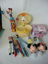 Lot Disney Boîte à musique métal stylo bouchon Minnie Mickey porte clé princesse