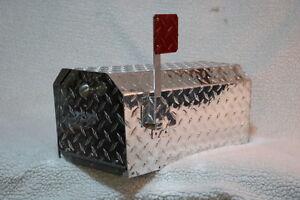 Heavy Duty Aluminum Diamond Plate 16 Gauge Mailbox Small Size