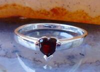 Anillo Plata Esterlina 925 con corazón de Granate Rojo Piedra de Enero Nacido