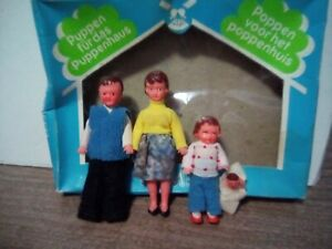 Vintage Ari Made in Germany 4 Dollhouse Doll Family  Konigseer Puppen with Baby