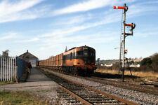 PHOTO  1988 CIE 001 CLASS BEET TRAIN AT CLONMEL A CIE 001 CLASS LOCOMOTIVE HAULS