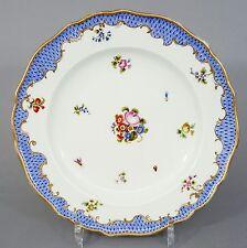 (MT286) Meissen Teller blaue Schuppenkante, Blumen und Insekten, um 1850, D=24cm