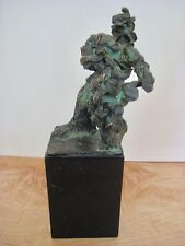 A SMALL MODERNIST MYSTERY BRONZE IN THE MANNER OF DE KOONING STANDING FIGURE