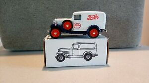 1/25 Scale Ertl #9637 Pepsi-Cola 1932 Panel Delivery Car Coin Bank with key