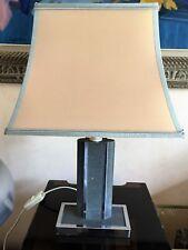 Belle lampe Robert de Schuytener revêtement façon galuchat couleur gris & inox