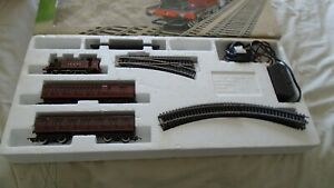 OO Hornby R671 COUNTRY LOCAL TRAIN SETBOXED LOCO TESTED