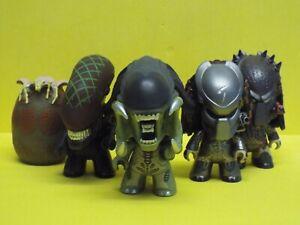 Titan Vinyl Aliens Vs Predator figures