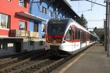 PHOTO  SWITZERLAND 2006 HERGISWIL TRAIN 130 007-8 MODERN STOCK  BRUNIG LINE