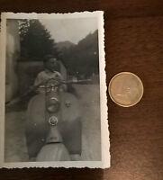 Foto kind auf LAMBRETTA Motorroller Oldtimer original