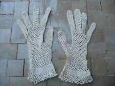paires de gants anciens écru
