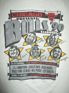 CHICAGO Presents '90 BULLS Starring SCOTTIE PIPPEN MICHAEL JORDAN (LG) T-Shirt