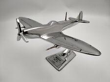 Avion Spitfire Supermarine,alluminium avec historique sur le socle longueur 21cm