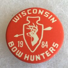 Wisconsin WI 1984 Bow Hunters COLLECTORS PIN Hunting Archery NEAT