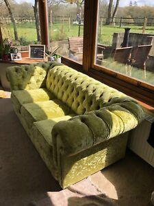 3 seater sofa. Velvet. Green Chesterfield
