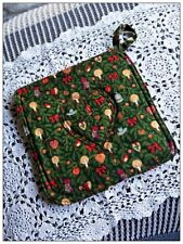 *HANDMADE* CHRISTMAS POT HOLDER. Quilted stitching and heat resistant mitt.
