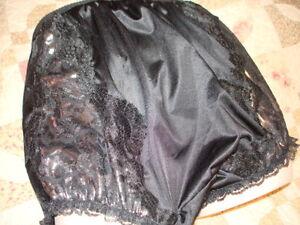 VTG STYLE PANTY BLACK w/ SILVER FAUX LACE DOUBLE NYLON GUSSET LACE sz 9