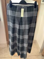 NEW INNOCENCE GREEN & WHITE, STRETCH CULOTTES/CROP TROUSERS, SIZE 14-16 WITH TAG