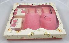 Christian Siriano New York English Pear & Freesia Bath Scrubs Gift Set Slippers