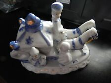 VINTAGE PORCELAIN BLUE AND WHITE CARRIAGE WITH HORSES FIGURINE!   ZZ337SXX1