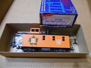 HO ROUNDHOUSE GRAND TRUNK WESTERN CABOOSE