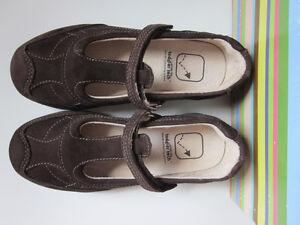 NWB STRIDE RITE Girls SUEDE TT Deena Mary Jane Dark Brown Shoes 11,5 W Toddler