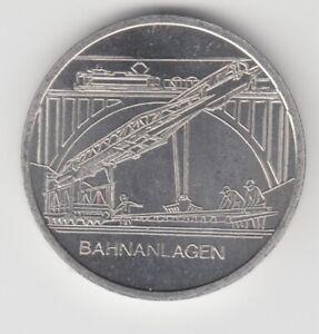 Médaille DDR Train Bahnanlagen Reichsbahndirektion Hall