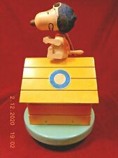 """Vintage 1968 Snoopy Flying Ace Musical Doghouse Plays """"Over There"""" (See Video)"""
