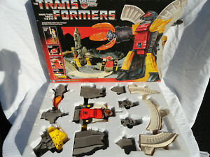 RARE ORIGINAL 1985 HASBRO G1 TRANSFORMERS OMEGA SUPREME AUTOBOT DEFENSE BASE